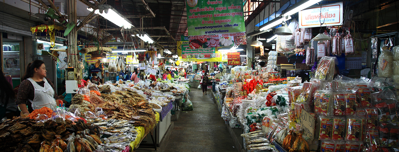 <strong>Khlong Toei Market</strong> - our <Strong> favourite </strong> ingredient supplier